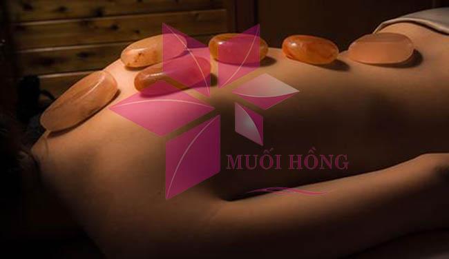 3 công dụng thần kỳ từ liệu pháp massage bằng viên đá muối nóng3