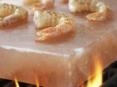 Chia sẻ cách nướng thịt trên viên đá muối nướng an toàn và đúng chuẩn nhất_2