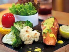 Chia sẻ cách chế biến món cá hồi nướng đá muối sốt mù tạt_3