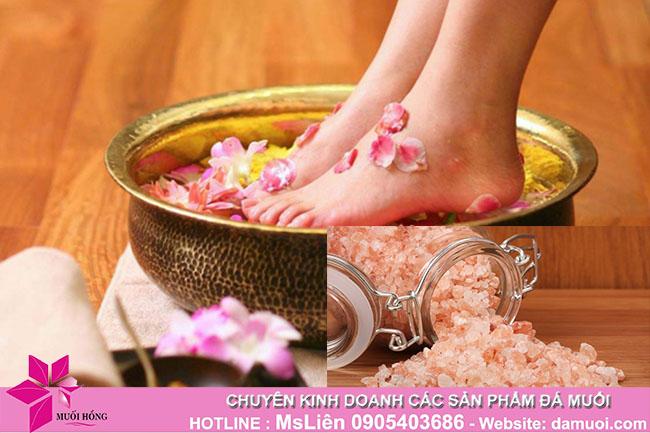 Ngâm chân với đá muối hồng thế nào để đạt được hiệu quả tốt nhất_3