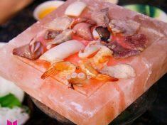 Món nướng sẽ hấp dẫn và an toàn hơn khi nướng trên viên đá muối nướng _3