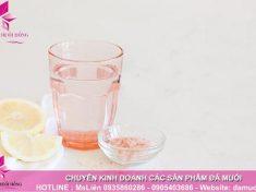 Đẩy lùi chứng đau nửa đầu và đau đầu với một ly nước chanh pha với muối hồng 2